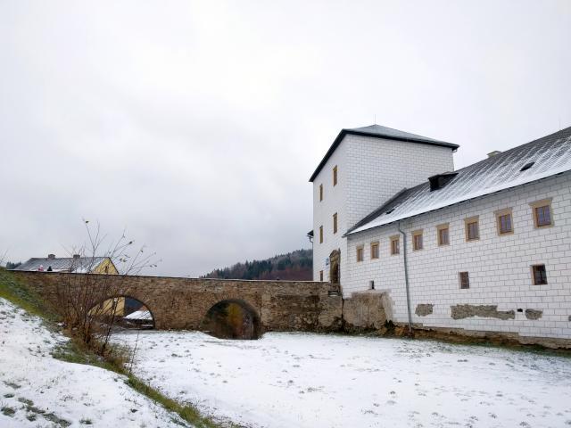 Burg und Schloss Kolštejn in Branná