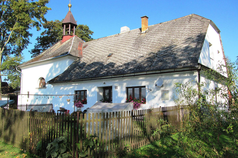 Kostel a hřbitov Dolní Lipka