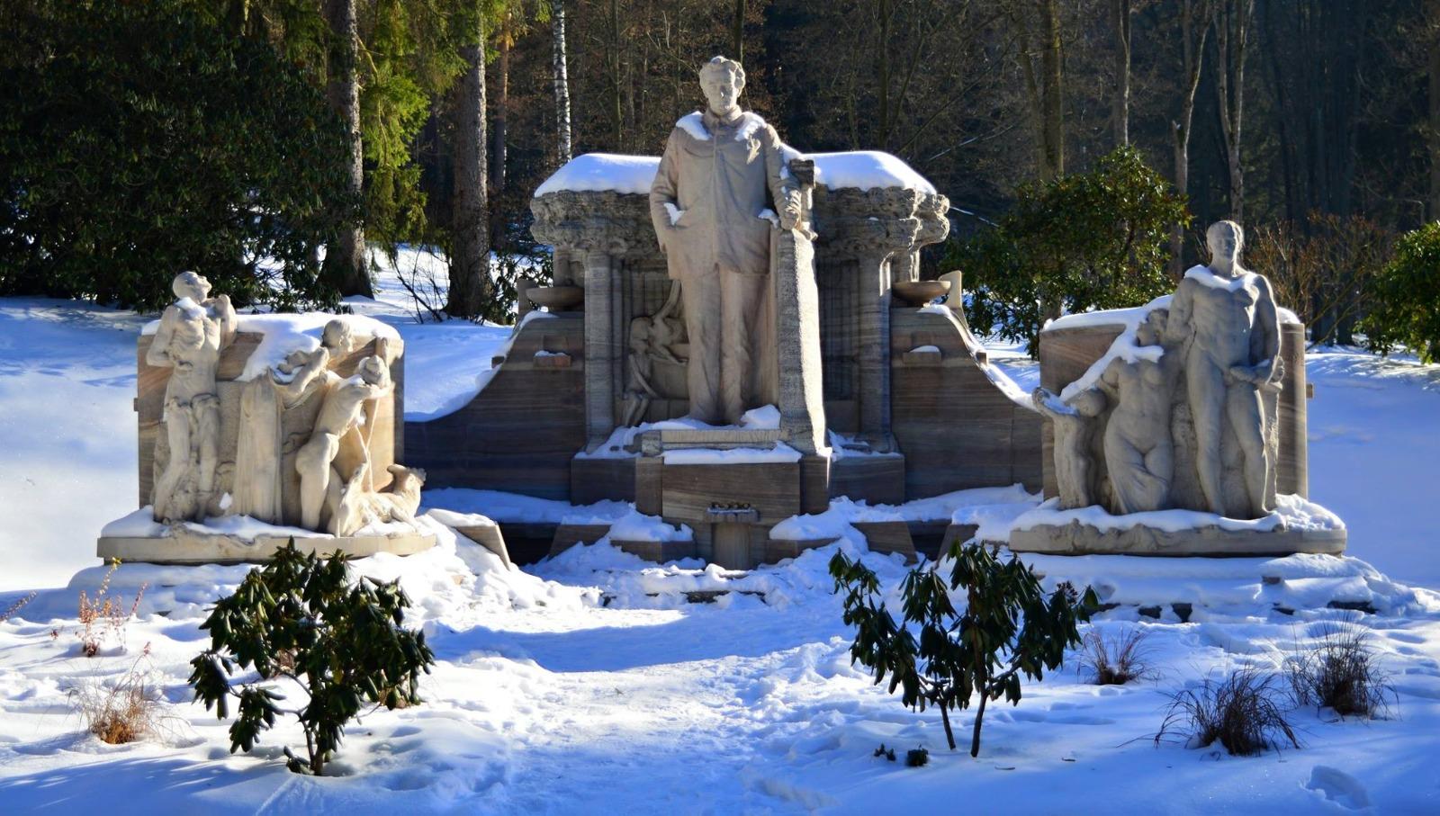 Monumentální sousoší Vincence Priessnitze