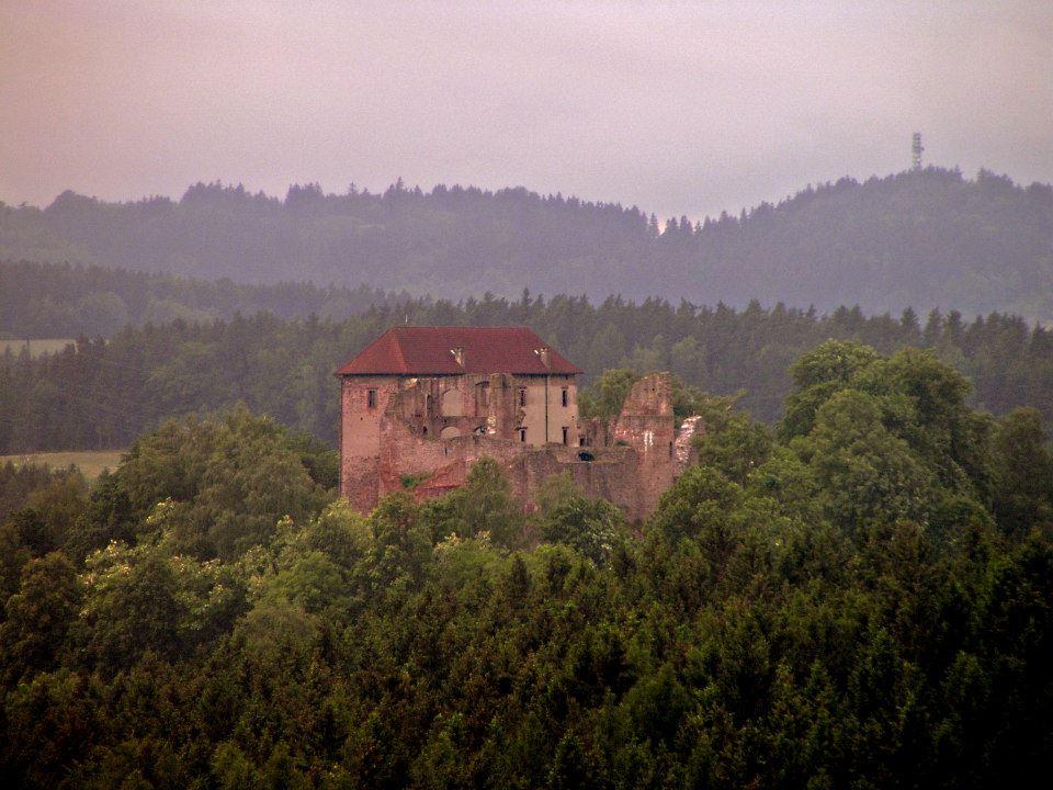 Pecka Castle