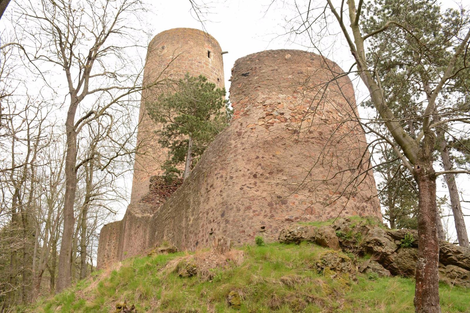 Burg Totschnik und Burg Bettlern