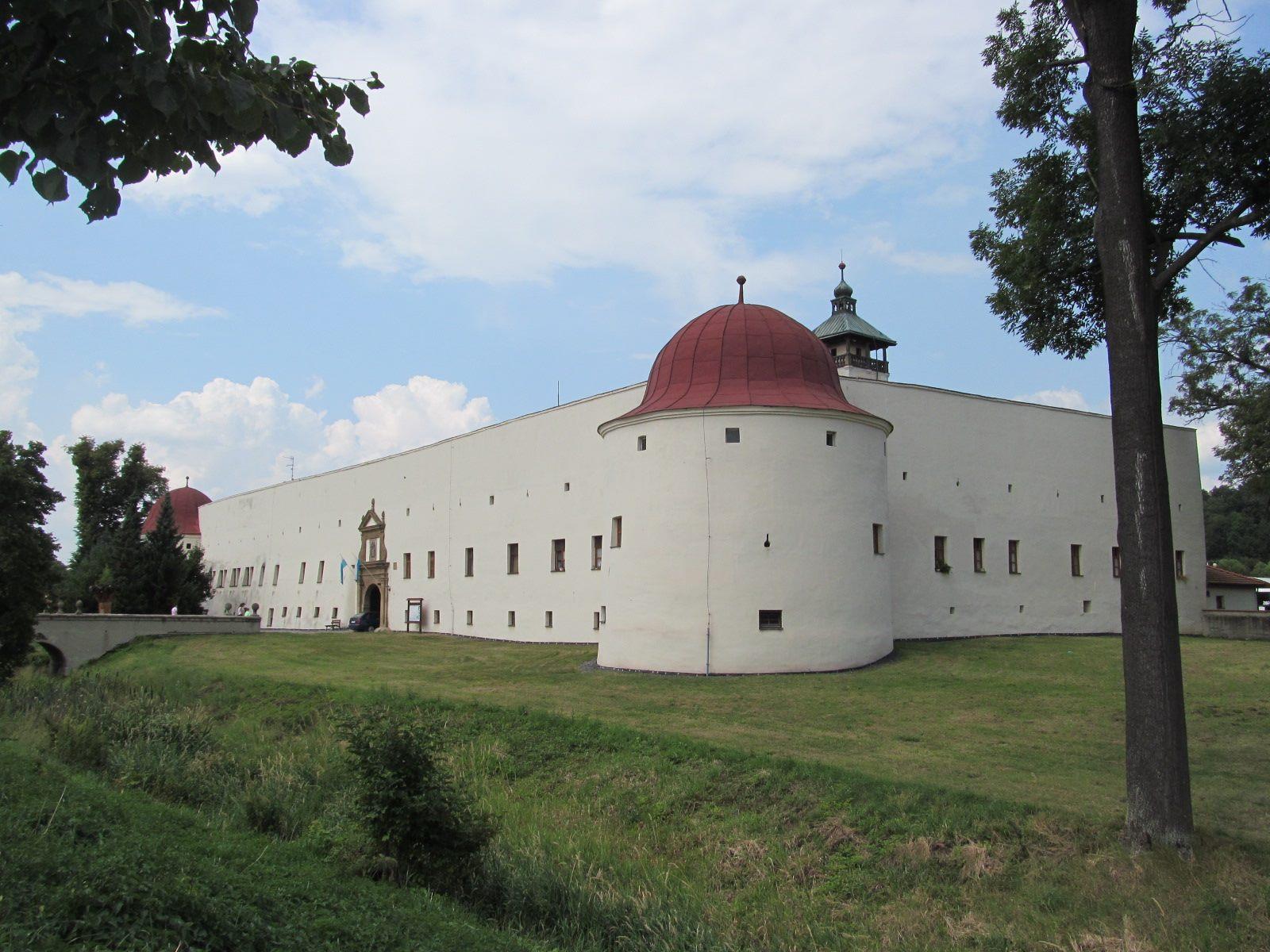 Zámek a hasičské muzeum Dřevohostice