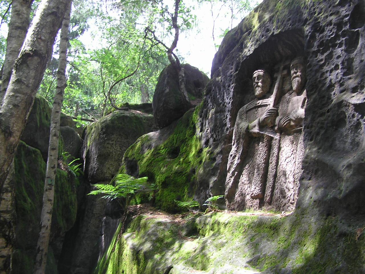 Gutshof Kopic und Steinreliefs